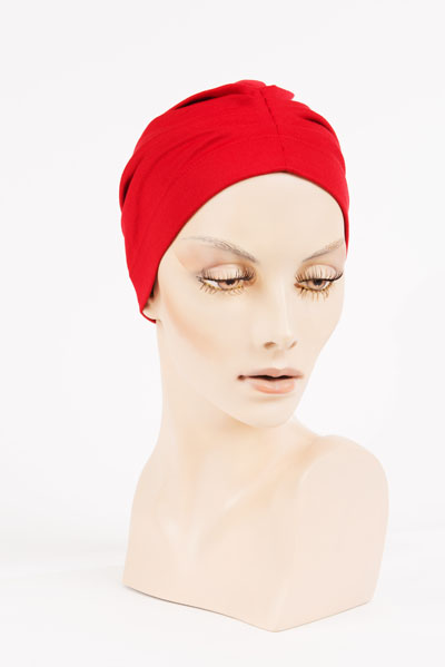Bonnet Rouge - disponible à l'Atelier des Arts Capillaires